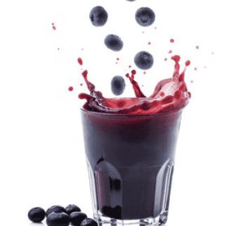 Schnell gemacht: Heidelbeer-Cocktail mit gesunder Spirulina